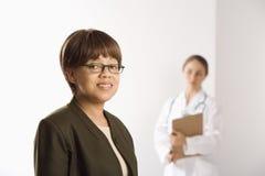 Doctor y paciente. Foto de archivo libre de regalías