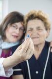 Doctor y paciente de la mujer Fotos de archivo