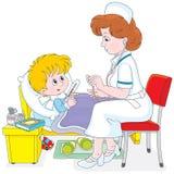 Doctor y pequeño paciente Foto de archivo libre de regalías