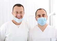 Doctores acertados confidentes en hospital Imagen de archivo libre de regalías