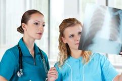 Doctores con la radiografía Fotografía de archivo libre de regalías