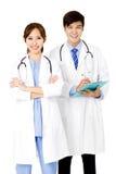 doctores de sexo masculino y de sexo femenino que se unen Imágenes de archivo libres de regalías