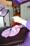 Doctores del dentista en el tratamiento de los dientes Foto de archivo
