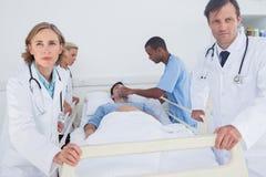 Doctores serios listos para moverse Imágenes de archivo libres de regalías