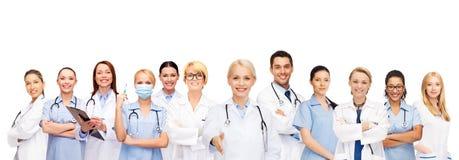 Doctores y enfermeras de sexo femenino sonrientes con el estetoscopio Fotos de archivo libres de regalías
