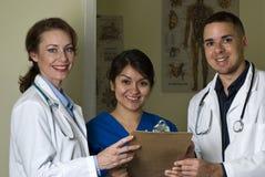 Doctores y sonrisa de la enfermera Fotos de archivo libres de regalías