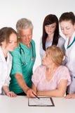 Doctores y un paciente Foto de archivo