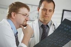 Doctors consluting diagnosis Royalty Free Stock Photo