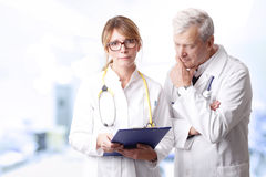 Doctors consulting Royalty Free Stock Photos