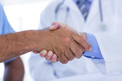 Doctors doing hands shakes Royalty Free Stock Photos