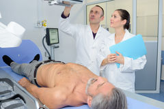 Doctors examinating patient at hospital Royalty Free Stock Photos