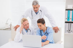 Doctors looking at laptop Royalty Free Stock Photos