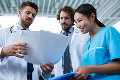 Doctors and nurse having a discussion over medical reports Royalty Free Stock Photos