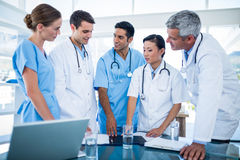 Doctors and nurses discussing together Royalty Free Stock Photography