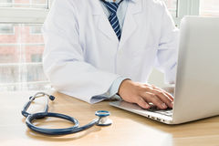 Doctors using laptop Royalty Free Stock Photography