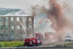 Doctrine van brandbestrijders en ziekenwagenteam stock foto's