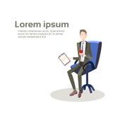 Document de contrat de Sit In Armchair Hold Paper d'homme d'affaires Image stock