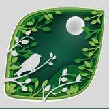 Document de kunst snijdt aan vogel op boomtak in bos bij nacht, de aard van het origamiconcept en dierenidee, vectorkunst en Royalty-vrije Stock Foto