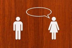 Document de man en de vrouw spreken Relatieconcept Abstracte conceptueel Stock Foto