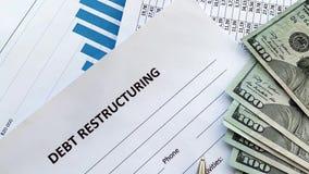 Document de restructuration de dette avec le graphique sur la table banque de vidéos