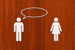 Document de vrouw en de man spreken Relatieconcept Abstracte conceptueel Royalty-vrije Stock Afbeeldingen