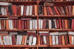 Document documenten die in archief worden gestapeld stock foto's