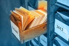 Document documenten die in archief worden gestapeld stock afbeelding