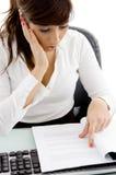 document executive female reading shocked Στοκ φωτογραφία με δικαίωμα ελεύθερης χρήσης