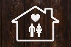 Document huis met binnen de mens, vrouw en hart Stock Foto