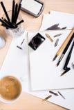 Document, inkt en kalligrafiepennen Het van letters voorzien workshopdetails Royalty-vrije Stock Afbeelding
