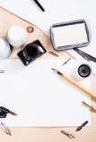 Document, inkt en kalligrafiepennen Het van letters voorzien workshopdetails Stock Foto's