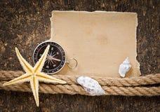 Document, kompas, kabel en zeeschelp Stock Foto's