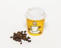 Document kop koffie en koffiebonen Royalty-vrije Stock Fotografie