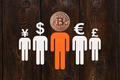 Document mensen met bitcoin en andere munt in plaats van hoofd Stock Fotografie