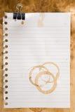 Document met koffievlekken en klem royalty-vrije stock fotografie