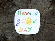 Document nota met uitdrukking: Heb een goede dag positief houdingsconcept Stock Afbeeldingen