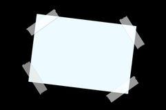 Document op zwarte muur Stock Fotografie