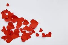 Document rode harten op witte achtergrond stock afbeelding