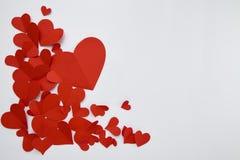 Document rode harten op witte achtergrond royalty-vrije stock fotografie