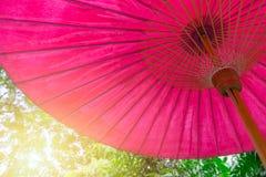 Document traditionele noordelijke Thaise stijl van de bamboe de houten paraplu Royalty-vrije Stock Foto's