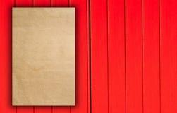 Document van het Trifold het rode malplaatje op houten textuur Royalty-vrije Stock Foto