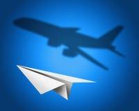 Document vliegtuig met een schaduw van een jetliner - conceptenillustratio Stock Afbeeldingen
