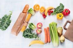 Document zak en verschillend gezond voedsel stock foto