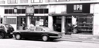 Documentaire van de Straat van Kopenhagen Het autoontwerp, perfectioneert voor een klein retro architectuurgebouw vector illustratie