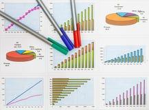 Documenten grafieken succesvolle zaken Stock Afbeelding