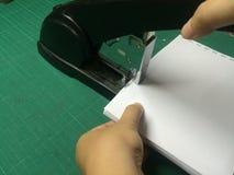 Documenti cuciti con punti metallici Immagini Stock Libere da Diritti