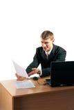 Documenti della lettura dell'uomo d'affari Immagine Stock