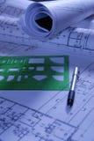 Documenti di disegno della costruzione con la guida Fotografia Stock Libera da Diritti
