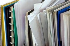 Documenti e dispositivi di piegatura di archivio Fotografia Stock