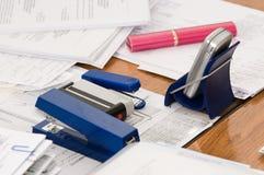 Documenti su un tavolo. Immagini Stock Libere da Diritti